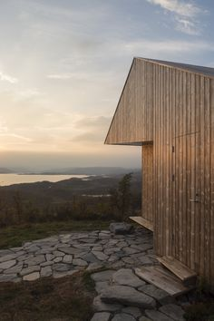 Architect, Jon Danielsen Aarhus, consciously selected Kebony, a beautiful wood recommended by leading architects, for the exterior cladding of this secluded cabin due to its hard-wearing qualities and environmentally friendly nature.