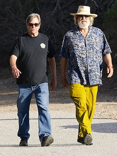 Star Tracks: Monday, November 9, 2015   BROTHERS' DAY OUT   Jeff Bridges and his brother Beau attend a Chumash Indian Fundraiser in Malibu, California, on Sunday.