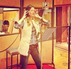 Jetss | Ela não para! Gisele Bündchen solta a voz em novo vídeo
