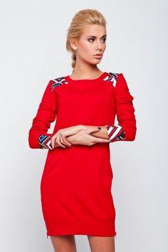 Tunica rossa con le stampe geometriche sulle maniche e le spalle.  www.flowermoda.net