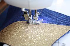 Une trousse, un zip et une astuce pour des angles parfaits ! (tuto) | pour mes jolis mômes, mais pas que... Diy Clothes Videos, Creation Couture, Parfait, Diy And Crafts, Sewing, Knitting, Womens Fashion, Pattern, How To Make