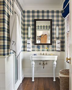 Love this tartan boys bathroom. White wainscotting keeps the tartan on the top half of the wall and prevents it from being too overwhelming. Sweet navy roman shade with white trim, and monogrammed towels are a nice finishing touches. Tartan Wallpaper, Rustic Wallpaper, Brown Wallpaper, Wallpaper Ideas, Deco Champetre, Enchanted Home, Bathroom Wallpaper, White Bathroom, Minimalist Bedroom