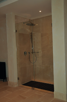Rivestimento bagno in Gris Pulpis lucido | Contract we produce ...
