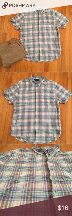 """Old Navy short sleeve button down Old Navy short sleeve button down. Slim fit. Red, blue, turquoise, and off white. In great condition. Chest: 48"""". Length: 30"""". Paired with Levi's pants. I negotiate within reason, please use offer button. 🚫 trades Old Navy Shirts Casual Button Down Shirts"""