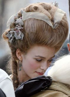 This hairdo from The Duchess! Wonderful. :)