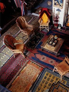 !!!!!!!!!!!!! INCREDIBLE! What a fab idea to layer all these incredible rugs they look perfect together! I love action!