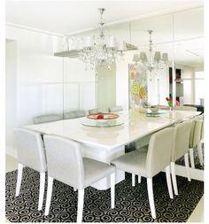 Sala de jantar moderna com toque especial antigo da luminária