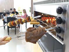 Carne assada na churrasqueira à gás
