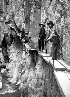 """Want to hike the scariest trail in the world? It is the El Caminito del Rey .""""The King's Little Pathway"""") and it is in Málaga, Spain. It lies along a narrow gorge in El Chorro. Hiking Places, Hiking Trails, Scary Places, Places To See, Dangerous Roads, Andalucia Spain, Rare Photos, Malaga, Pilgrimage"""