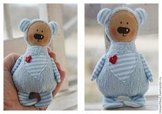 Xmas Crafts, Felt Crafts, Baby Gifts To Make, Bear Toy, Teddy Bear, Animal Crafts, Fabric Dolls, Softies, Doll Patterns