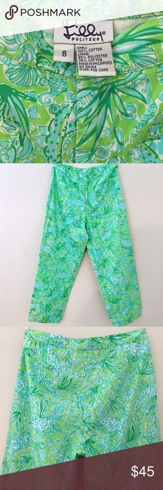 """💲OFFER ME 35💲Lilly Pulitzer """"Everglades"""" Capris Lilly Pulitzer Capri Pants in Her RARE """"EVERGLADES"""" Inspired Print. Fully Lined. Shell made of 100% Cotton. Lining is 65% Polyester/35% Cotton.                                                Measurements:  Waist 13.5"""", Hip 19.5"""", Inseam 23"""" & Width of Pant Leg at Hem 7.5"""".                     BRAND NEW! Never Been Worn. NWOT. Lilly Pulitzer Pants Ankle & Cropped"""