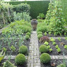 ✔ 39 interesting vegetable garden design ideas for your backyard ideas 19 Potager Garden, Veg Garden, Fruit Garden, Edible Garden, Side Garden, Balcony Garden, Herb Garden Design, Vegetable Garden Design, Vegetable Gardening
