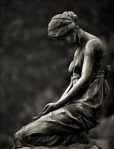 Statues Of Liberty Artwork - - Statues Garden Angel - Statues Aesthetic Sculpture Cemetery Angels, Cemetery Statues, Cemetery Art, Statue Ange, Statue Tattoo, Greek Statues, Stone Statues, Buddha Statues, Aesthetic Art