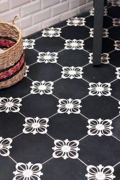 3 Worthy Tips: Flooring Material Natural vintage brick flooring.Farmhouse Flooring Bathroom how to lay linoleum flooring. Floor Patterns, Tile Patterns, Textures Patterns, Floor Design, Tile Design, Floor Ceiling, Tile Floor, Mosaic Tiles, Wall Tiles