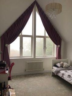 tolle ideen wie sie ihr dreiecksfenster verdunkeln gardinen vorh nge und dachschr ge. Black Bedroom Furniture Sets. Home Design Ideas