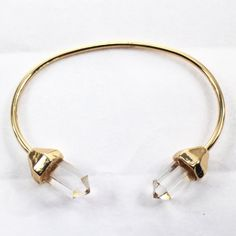 Jewelry | Jewellery | ジュエリー | Bijoux | Gioielli | Joyas | Art | Arte | Création Artistique | Artisan | Precious Metals | Jewels | Settings | Textures | Clear Quartz point gold bangle