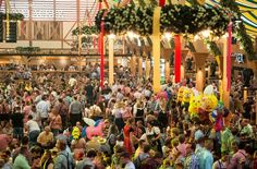 Die Veranstalter des Volksfests sind zufrieden mit der Zahl der Besucher. Foto: dpa
