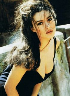 Monica Bellucci believes that the beauty of a woman can be a problem only if there is none or nothing but beauty Beautiful Celebrities, Beautiful Actresses, Beautiful Women, Italian Women, Italian Beauty, Monica Belluci Malena, Italian Actress, Bikini Photos, Hollywood Actresses