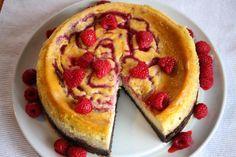 Amerikansk ostekake med bringebær og sjokoladebunn