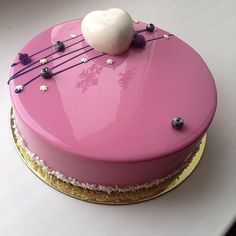 The internet are baffled by the unbelievably flawless shine that Olga achieves from her magical cake concoction and super icing skills (Marble Cake) Mirror Glaze Recipe, Mirror Glaze Cake, Mirror Cakes, Marble Cake, Fancy Desserts, Fancy Cakes, Cupcakes, Cupcake Cakes, Patisserie Fine