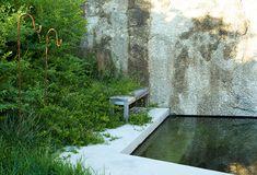 Patio garden and pool Garden Features, Water Features, Contemporary Garden Design, Pool Fountain, Urban Nature, Modern Pools, Garden Inspiration, Garden Ideas, Water Element