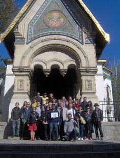 The group picture with Louisa and Elisabeth during the Free Sofia Tour.