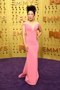 Red Carpet: The most fabulous ladylike outfits at the Emmys - Ladylike Style Zoe Kazan, Alex Borstein, Lilly Singh, Rachel Brosnahan, Julia Louis Dreyfus, Jenny Mccarthy, Isla Fisher, Mandy Moore, Amy Poehler
