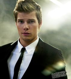 Must he be gorgeous? Hunter Parrish