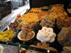 Algerian pastries in Paris