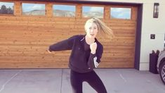 Mikaela predviedla choreografiu. | Nový Čas Athletic, Zip, Jackets, Instagram, Fashion, Fotografia, Down Jackets, Moda, Athlete