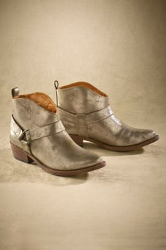 Midas Boots from Soft Surroundings Western Boots, Western Style, Walking In Heels, Gold Boots, Cute Boots, Soft Surroundings, Vintage Handbags, Me Too Shoes, Footwear