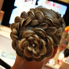 I think you do this with a Dutch braid and then wrap the remaining hair in a flower...