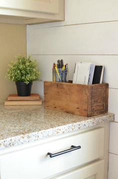countertops How to Get Organized with Vintage Decor. Simple ideas to use vintage decor to organize your home! - How to Get Organized with Vintage Decor. Simple ideas to use vintage decor to organize everyday items your home! Home Diy, Kitchen Decor, Vintage House, Easy Home Decor, Kitchen Countertop Organization, Vintage Kitchen, Vintage Decor, Kitchen Remodel Countertops, Home Decor Tips
