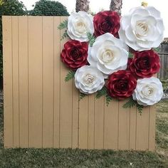 Simplicity is Beautiful 🌹👑 Paper Flower Decor, Crepe Paper Flowers, Paper Flower Backdrop, Paper Roses, Flower Crafts, Diy Flowers, Quinceanera Decorations, Rose Wall, Paper Flower Tutorial