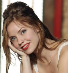 Kelli Garner photos, including production stills, premiere photos and other event photos, publicity photos, behind-the-scenes, and more.