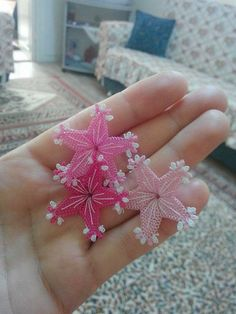 This Pin was discovered by Neş Crochet Borders, Crochet Stitches, Crochet Unique, Crafts To Make, Diy Crafts, Lace Art, Hairpin Lace, Point Lace, Needle Lace