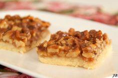 Carolines blog: Koek met walnoten en honingkaramel Dutch Recipes, Baking Recipes, Cake Recipes, Cupcakes, Cake Cookies, Sweet Cooking, Cookie Desserts, High Tea, Food Inspiration