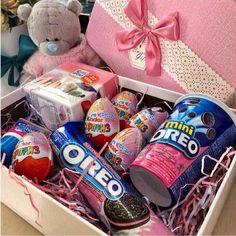 Diy Birthday Gifts For Him, Cute Birthday Gift, Diy Gifts For Friends, Bff Gifts, Friend Birthday Gifts, Birthday Gifts For Boyfriend, Boyfriend Gifts, Cute Gifts, Birthday Basket