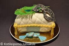 Burlesque pillow cake