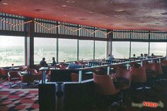 Top of the World's bar. 1977. (http://micechat.com/43183-1970s-walt-disney-world-resort/)