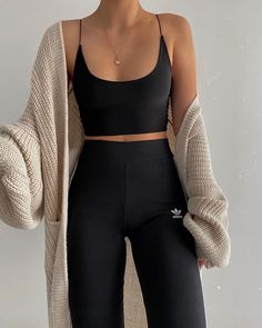 @ paulinenavy on insta Cute Comfy Outfits, Sporty Outfits, Teen Fashion Outfits, Mode Outfits, Look Fashion, Summer Outfits, Girl Outfits, Winter Fashion, 80s Fashion