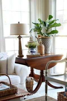 Vintage Drop Leaf Table Idea for a bright living room. Mixing antiques with contemporary styling in a neutral living room. Drop leaf side table idea for a white living room. Home Living Room, Living Room Decor, Table Vintage, Decor Vintage, Drop Leaf Table, Interior Decorating, Interior Design, Decorating Ideas, My New Room