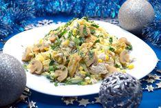 Нежная, вкусная куриная грудка так и просится в праздничный салат, а если к ней еще добавить нежные маринованные шампиньоны, сыр, свежий огурчик и еще кое-чего, получается обалденный салат с куриной грудкой. Готовьте побольше, гостям понравится.