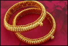 Top 15 Traditional Types of Maharashtrian Saaj Jewellery Gold Bangles For Women, Gold Bangles Design, Gold Jewellery Design, Gold Wedding Jewelry, Gold Jewelry, Maharashtrian Jewellery, Indian Jewelry Sets, Temple Jewellery, Antique Jewelry