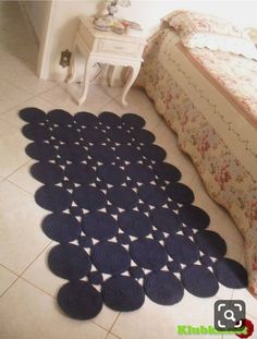 Crochet string mat made of balls! Beautiful and modern for decoration of . Crochet Rug Patterns, Crochet Motif, Crochet Doilies, Crochet Stitches, Knit Crochet, Crochet Carpet, Crochet Home, Crochet Crafts, Rope Rug