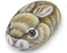 Sweet Rock Painted Bunny Stone Art by Roberto Rizzo Rock Kunst, Art Rupestre, Owl Rocks, Art Pierre, Rabbit Head, Hand Painted Rocks, Painted Stones, Stone Painting, Rock Painting