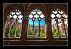 Santes Creus - Claustro Monasterio Detalle desde el interior del claustro del Monasterio de Santes Creus, en lo llamado la Ruta del Cister.