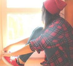 flannel, skinny jeans, sneakers,  hipster beanie. pretty much perfect! (: