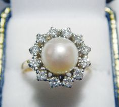 Gorgeous Pearl & Diamond Ring