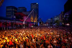 Montreal is one of the coolest places to go in the summer. They block off half of the city and have tons of free festivals. This is their free jazz festival. Not to mention their clubs are open till 10 am Jazz Festival, Places Ive Been, Places To Go, Free Jazz, 2013, Far Away, Quebec, Vacation Spots, Montreal